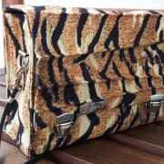 Tiger Mini Damen Handtasche Umhängetasche Schultertasche Clutch Crossover bag Seite
