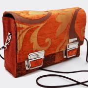 Model 20 Kleine Umhängetasche Orange Bild Tasche Seitenansicht 1
